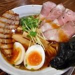 麺作 赤シャモジ - うまシャモジ・特製淡麗醤油ラーメン(大盛り)