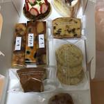白栄堂 - 料理写真:いちごタルト、栗と小豆のケーキ、フルーツケーキ、くるみトラペ、芋、栗、黒豆タルト、紅茶クッキー、クルミ饅頭