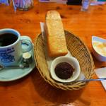 コメダ珈琲店 - 料理写真:ブレンドコーヒーと名古屋名物おぐらあん