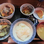 田舎料理 やまがた - 肉豆腐半分里イモ半分定食(ごはん小盛) 1050円