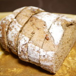 神戸屋キッチンエクスプレス - 7種の穀物とくるみのパン1/2¥303