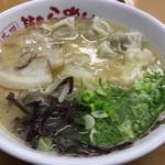 山小屋 - ワンタン麺 830円