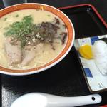 博多屋 - 料理写真:ラーメン=500円 おにぎり 1個=100円