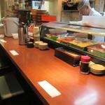 海鮮丼いちば - カウンターは特等席
