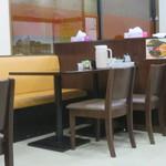 杉田家 - テーブル席