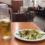 67576567 - 生ビールと野菜炒め