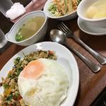 タイ料理 マナ - ガパオのセット なかなかボリューミー