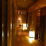 酉の舞 梅田店 - 店内はこんな感じになっているんです。 お洒落でしょ。 店内は個室タイプになっています。