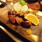 丸鶏 るいすけ - 砂肝とハートの籠炙り
