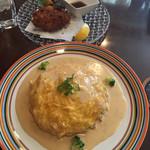 ムグニ - 牡蠣のオムライス クリームチーズソース カキフライ添え(1450円)