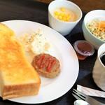 カフェアンドキッチン ドルフィン - 料理写真:ドリンク代のみのモーニング これ全部で400円