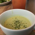 67596774 - サラダランチ950円のスープ