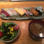 心寿司 - ランチ握り1080円です。他にサラダと シジミの味噌汁が付いて来ます。
