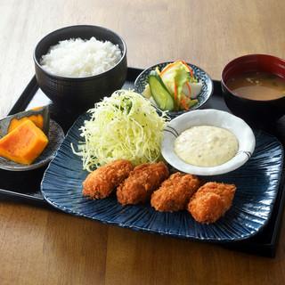 【厳選カキフライ定食】系列店の牡蠣小屋より新鮮な牡蠣を直送♪