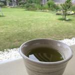 サングラムカフェ - お庭を眺めながら温かいお茶も