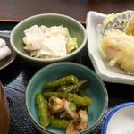 かみいし - キャベツのサラダ&いんげん、あさり身、しめじおろし和え