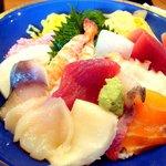 すし処わさび亭 - 特盛海鮮丼です、まあそこそこお刺身が入ってますねぇ