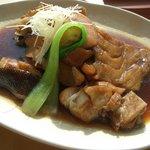 松輪 - くろ(深海魚)あら煮とくろ刺身(1,800円)