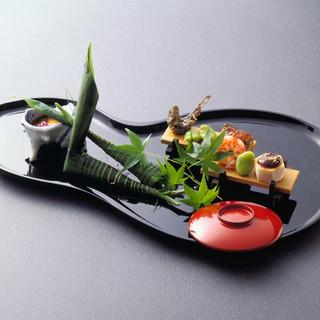 四季折々の日本料理をぜひ一度、ご堪能くださいませ。