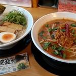 濃厚らーめん 驚麺屋 - 左¥750の右800