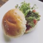 バイゲツ 工房 - バイゲツの豆腐入りハンバーガー