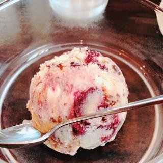 かかし - クッキー&ダークチェリーアイスクリーム