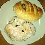Toresuefubishi - チョコチップホワイト180円、自家製抹茶あんぱん140円