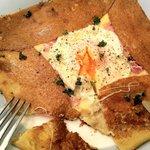 パティ - 卵とチーズが絡まって・・