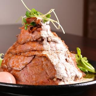 ★話題沸騰中のローストビーフ丼!メガ盛りあります♪