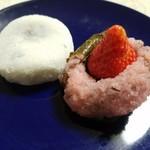 ぽたぽたいちご - 大福と苺さくら餅