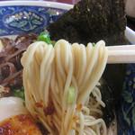 拉麺 空海 - とろみのある豚骨スープがよく絡む細麺。