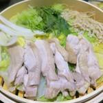 67613038 - 大山鶏と旬野菜の蒸篭鍋(蒸した後)
