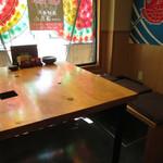 漁師寿司 海蓮丸 - 内観:テーブル席