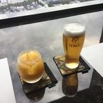 華 千房 - オレンジジュースとビールで乾杯