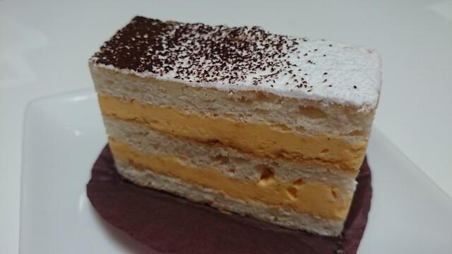 パティスリー アクイユ - プレミアムテキーラで香り付けされた、風味抜群でキレ良いバタークリーム
