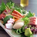 薩摩地鶏専門店 地鶏や 植むら - 活鮮魚盛り合わせ(5点)¥1490