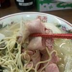 煮干し麺処 まる - チャーシュー
