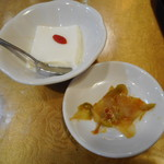 孔府家宴 - 杏仁豆腐、ザーサイ(黒胡椒豚ニラ炒めセット)