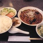 龍巳飯店 - 麻婆茄子定食・全体俯瞰