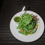 肉ビストロTEPPEN - シャン菜のサラダ
