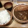 とんかつ まるかつ - 料理写真:ロースカツカレー、千切りキャベツと味噌汁付  ¥1000