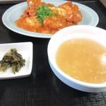 中華料理 旬 - 日替わりにはスープも添えられてたんで先ずはこれを口に運びました。