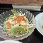 中華料理 旬 - 定食のはサラダもセットになってました、葉野菜中心のグリーンサラダです。