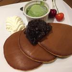 67626355 - 焼きたて三笠パンケーキ 特製餡とホイップクリーム抹茶アイス添え1058円