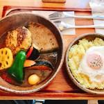 ピカンティ - 『国産豚の煮込みハンバーグ+目玉焼き+3辛』様(1050円+100円+100円)