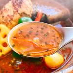 ピカンティ - 早速スープをお口にイン!ほほぉ~3辛はプリッキーヌで辛味出してるのでキンと突き刺さる!