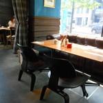 肉が旨いカフェ NICK STOCK - テーブル席