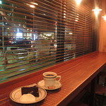 ホワイトバード コーヒー スタンド - ガトーショコラとマンデリン