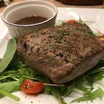 肉バル×チーズバル カーネヴォー - ブラックアンガスのハネシタ