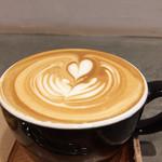 アンモナイト - カフェラテ 450円 美しくアートされてます♡